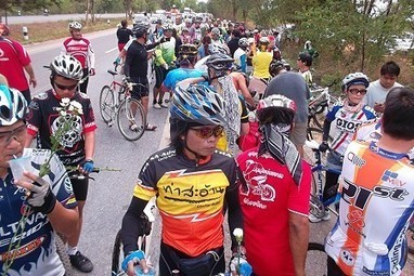Hundreds of Thai Cyclists Honour the Memory of Peter Root and Mary Thompson   Thailand Voice   Scoop.it