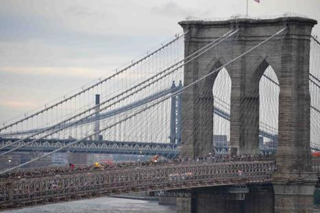 See Hundreds of Wall Street Protesters Block Traffic on the Brooklyn Bridge [UPDATED] | Conciencia Colectiva | Scoop.it