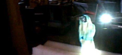 DIY : L'hologramme de la Princesse Leia reproduit IRL   Semageek   DIY avec 2 mains gauches   Scoop.it