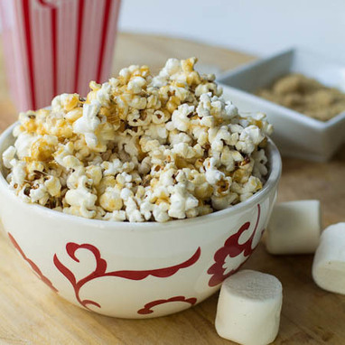 Marshmallow Caramel Popcorn | The Man With The Golden Tongs Hands Are In The Oven | Scoop.it