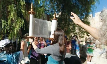 Italy prof. says has found world's oldest Torah | Jewish Education Around the World | Scoop.it