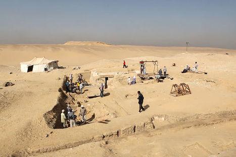 Egypte: les restes d'un bateau de 4.500 ans découverts près des pyramides | France Info TV | Kiosque du monde : Afrique | Scoop.it