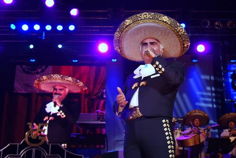 Concert review: Vicente Fernandez remains the king of rancheras - Fontana Herald-News | mexicanismos | Scoop.it