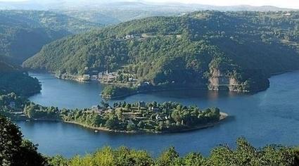Lac de Sarrans : encore des touristes en 2014 ? | GITAUBRAC Infos touristiques et culturelles - Aveyron - Aubrac - Laguiole | Scoop.it