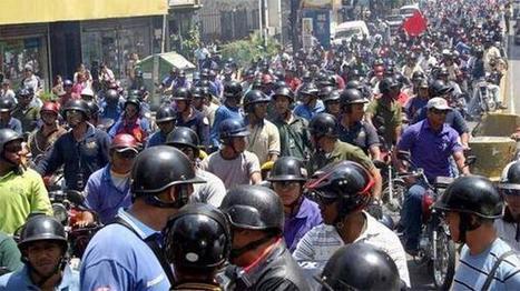 Info… #GranCaracas Motorizados inician protesta contra la restricción horaria de circulación | Caracasos | Scoop.it