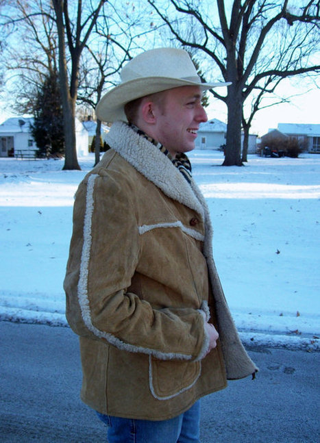 Vintage 1970s Men's Suede Leather Shearling Coat Western Outdoor Wear by Sears Large Only 40 USD | Leather Corporate wear Tips | Scoop.it