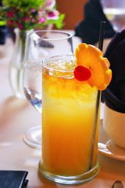 Recette de boisson fraîche au jus d'ananas, d'orange, citron, pommes et cerises | boissons de rue, cocktail, smoothies santé, Boissons fraîches et chaudes du monde, | Scoop.it