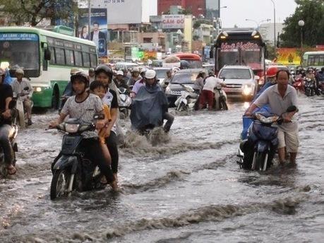 Sau giờ làm việc người dân bì bõm lội nước về nhà ,Công ty tư vấn môi trường Ngọc Lân | nonameseoer | Scoop.it