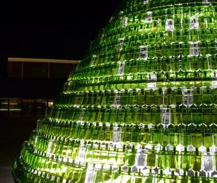 India Art n Design Global Hop : Christmas Tree from Waste Bottles | Strange days indeed... | Scoop.it