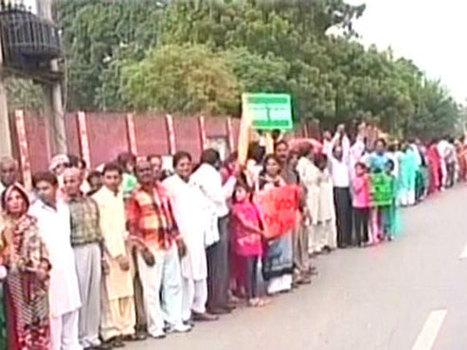 Pakistan : Des musulmans forment une chaine humaine pour protéger les chrétiens durant la messe de Lahore   Le Nouvel Ordre Mondial   What's up, World ?   Scoop.it