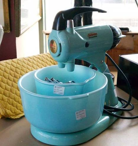 Vintage Turquoise Mixer with Matching Bowls Antiques On Broadway | Antiques & Vintage Collectibles | Scoop.it