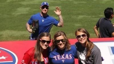 Josh Hamilton Photobombs Rangers Fan Photo Before Game ... | Winning The Internet | Scoop.it