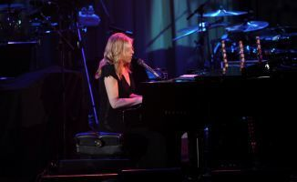 """Best tribute ever? Diana Krall sings """"Fly Me To The Moon"""" for Neil Armstrong (VIDEO) 