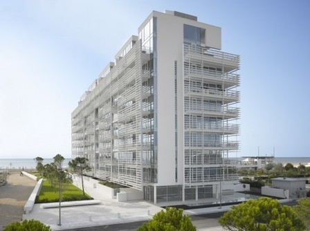[Jesolo, Italy] Jesolo Lido Condominium / Richard Meier & Partners Architects | The Architecture of the City | Scoop.it