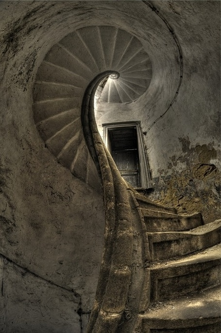 Escalera de caracol.... | My Photo | Scoop.it
