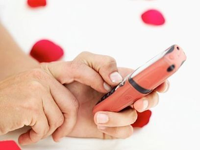 All Thumbs? Don't Let Texting Ruin Your Love Life [EXPERT] | Marla Martenson | YourTango | Content Ideas for the Breakfaststack | Scoop.it