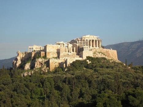 ανεβείτε στον Λόφο του Φιλοπάππου, για να απολαύσετε την Ακρόπολη! #Filopappos #Acropolis #Athens #Greece | travelling 2 Greece | Scoop.it