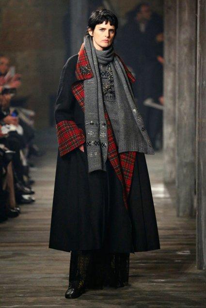 Comme prévu, pour présenter la collection des Métiers d'Art de Chanel 2012-2013, Karl Lagerfeld a choisi l'Ecosse | Fashion & more... | Scoop.it