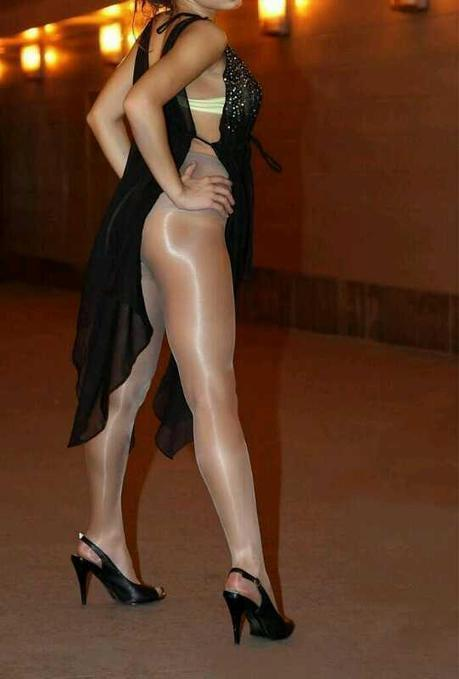 Twitter / pstuff1: Awesome shiny nude seamless ... | Shiny Pantyhose | Scoop.it