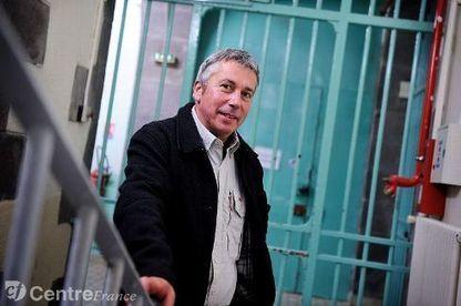 Illettrisme - Pascal Mazière enseigne à la maison d'arrêt de Riom - La Montagne | Agir contre l'illettrisme | Scoop.it