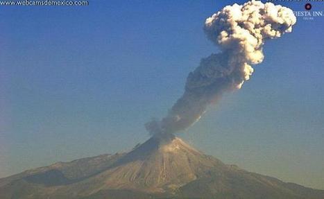 Volcán de Colima emite fumarola de 2 km con ceniza | Era del conocimiento | Scoop.it