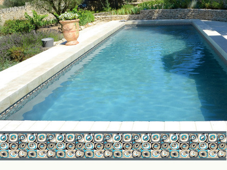 39 frise liner 39 in nextpool solutions pour les pros de la for Frise pour piscine beton