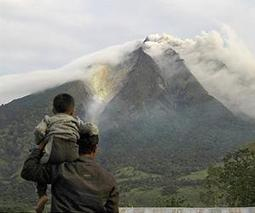 Indonesian volcano erupts 30 times as 20,000 displaced | Sustain Our Earth | Scoop.it
