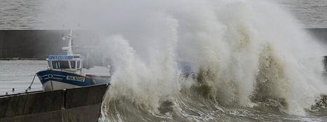 Météo : quatre départements de l'Ouest placés en vigilance orange au vent, aux vagues et à la submersion   Ma Bretagne   Scoop.it