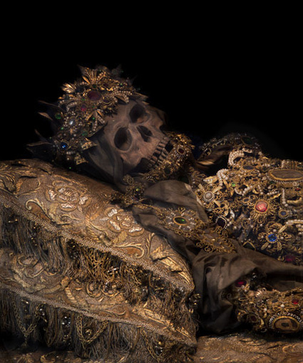 Just a little art history for the weekend! Check out wicked photos of bejewelled 'Catacomb Saints' discovered by Art Historian Paul Koudounaris   Underrepresented and Self-Taught Artists Find Support on the Web   Scoop.it