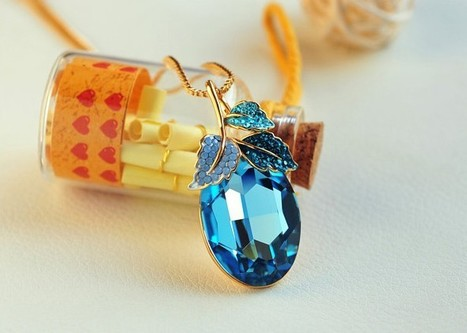 Pendant necklace for women | Swarovski Crystal Necklaces | Scoop.it