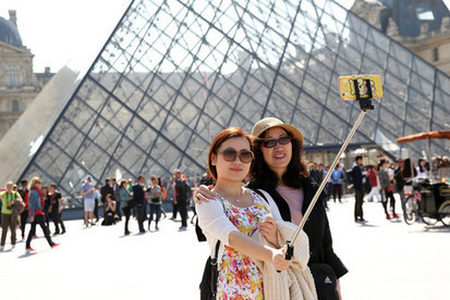 Selfie-Absorbed Travelers Place Instant Sharing Over Joy of Trip | Tourism Social Media | Scoop.it