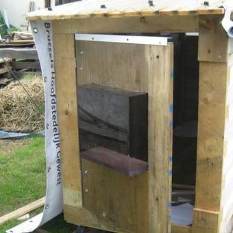 Quatre cabanes mobiles pour SDF construites à Charleroi: «Je bosse sur un modèle réduit de la maison de Magnette!» | SPP IS | Scoop.it