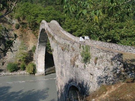The Historic Bridge of Plaka.   INGENIERIA CIVIL   Scoop.it