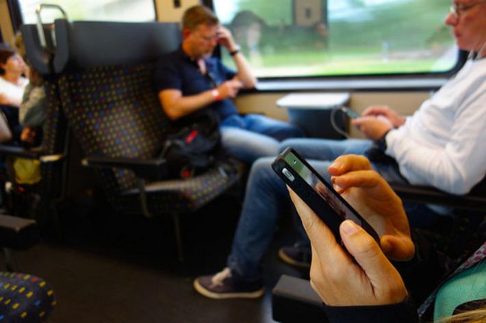 La durée d'utilisation des smartphones est presque équivalente à celles des ordinateurs et tablettes cumulées | Superception - Toute vérité n'est que perception - Truth Is Just Perception | Médias sociaux : Conseils, Astuces et stratégies | Scoop.it