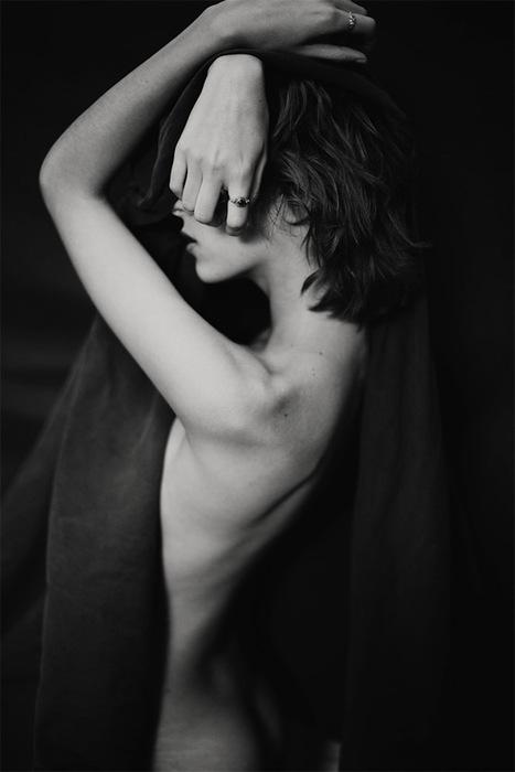 'Kara in the back yard' by Aaron Feaver | les filles | itérabilité | Scoop.it