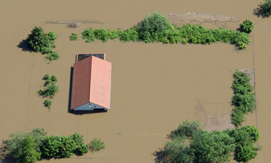 Thousands evacuated as Elbe bursts dam in German floods   Sustain Our Earth   Scoop.it