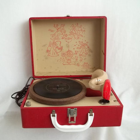 Red Phonola Melodier 45 Record Player by volkerwandering on Etsy | Antiques & Vintage Collectibles | Scoop.it