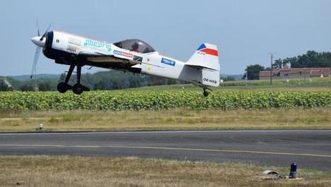 L'équipe russe de voltige s'entraîne sur l'Aérodrôme #Chatellerault-#Targé   Chatellerault, secouez-moi, secouez-moi!   Scoop.it