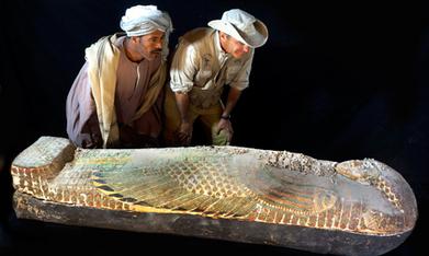 Un rare sarcophage anthropoïde, en bois peint, de la XVIIe dynastie, trouvé à Louxor | Égypt-actus | Scoop.it