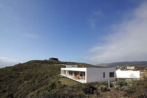 Maison moderne sur la falaise par Nicolás Lipthay Allen / L2C ...