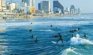 Winter continues to evade Israel, locals head for beach | Jewish Education Around the World | Scoop.it
