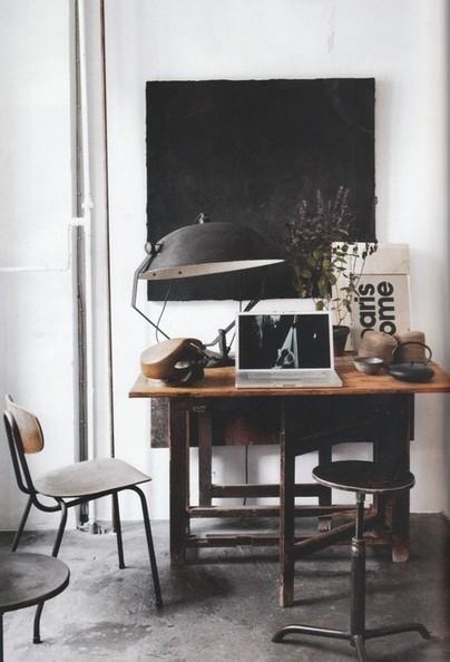 Un petit bureau industriel en noir et blanc | DecoCrush blog déco, idées déco | décoration & déco | Scoop.it