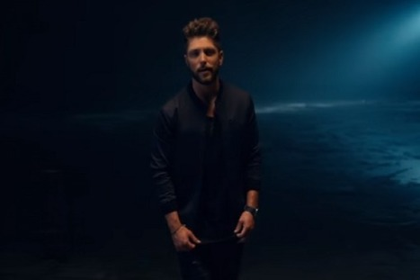 Chris Lane Spreads Romance in 'For Her' Music Video | Country Music Today | Scoop.it