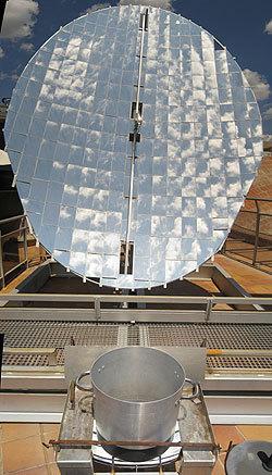 Fundación Terra - Actividades - Economía Solar - Un reflector solar Scheffler único en el país   ENTROPIA   Scoop.it