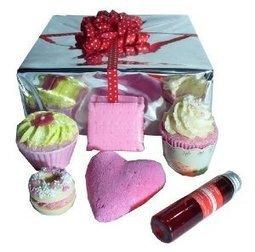 Coffret Cadeau Fraise&cie - L'accro du Bain | L'Accro du Bain boutique de produits pour le bain et savons gourmands:boule de bain, savons de Marseille,savon artisanal,cupcake de bain, savons cupcakes | Scoop.it
