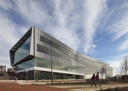 Une nouvelle bibliothèque universitaire avec de généreux espaces ouverts |Hunt Library / Snøhetta | ABCDaire : architecture, bibliothèque, culture, design | Scoop.it