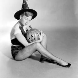 Vintage Hollywood Halloween Pin-ups | Halloween & Spooky Fun Stuff~ | Scoop.it