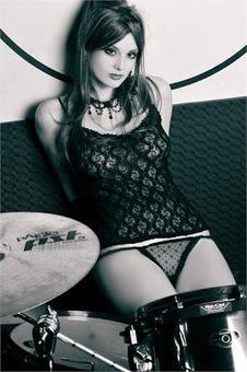 ALESSIA MUZZIOLI-La Cyber Rock Girl di Virgin Radio in collaborazione con Playboy | IL SOLITO | Scoop.it