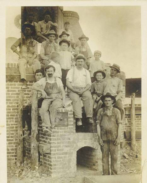 Historical Photo of Workers at McDade Pottery in Texas | Art & Design Matters | Scoop.it