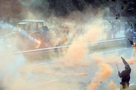 TV5MONDE : actualites : Bretagne: la colère contre l'écotaxe provoque des affrontements | developpement durable | Scoop.it